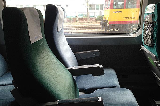乗車券に書いてある座席にそのまま座って、出発