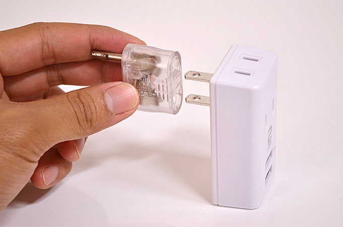 iPhoneなどのスマホはUSBケーブルを持っていくだけで充電出来ます