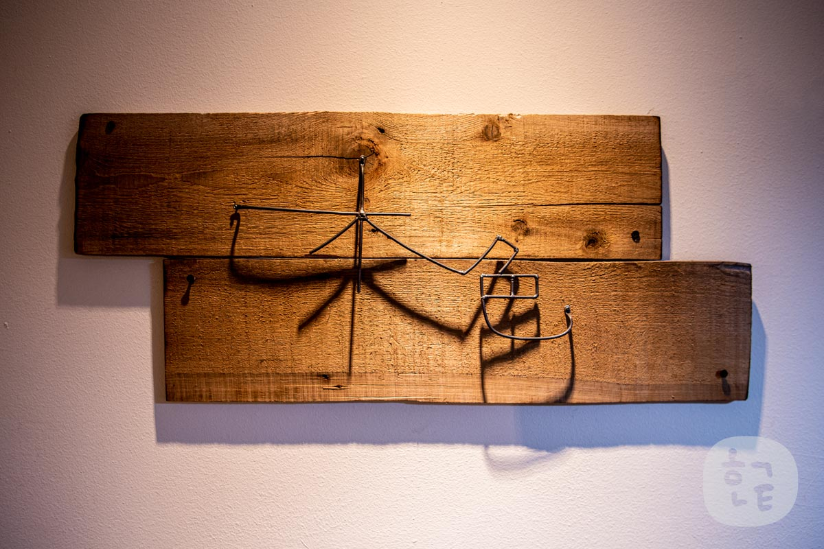 看板に書いてあるお店の名前「木色 kiiro」が書いてあります。