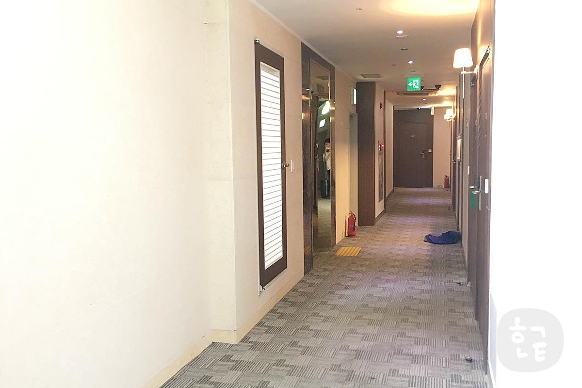 アカシアホテルの通路