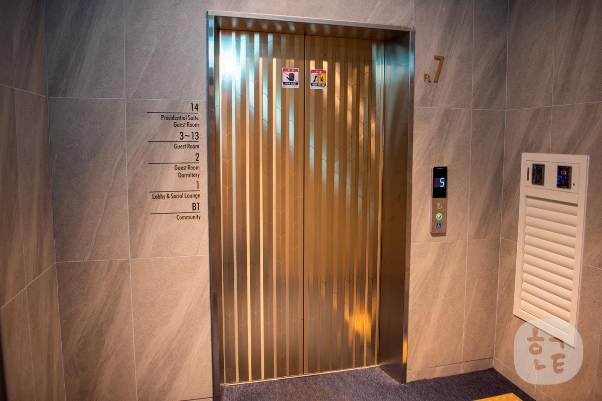 綺麗なエレベーター