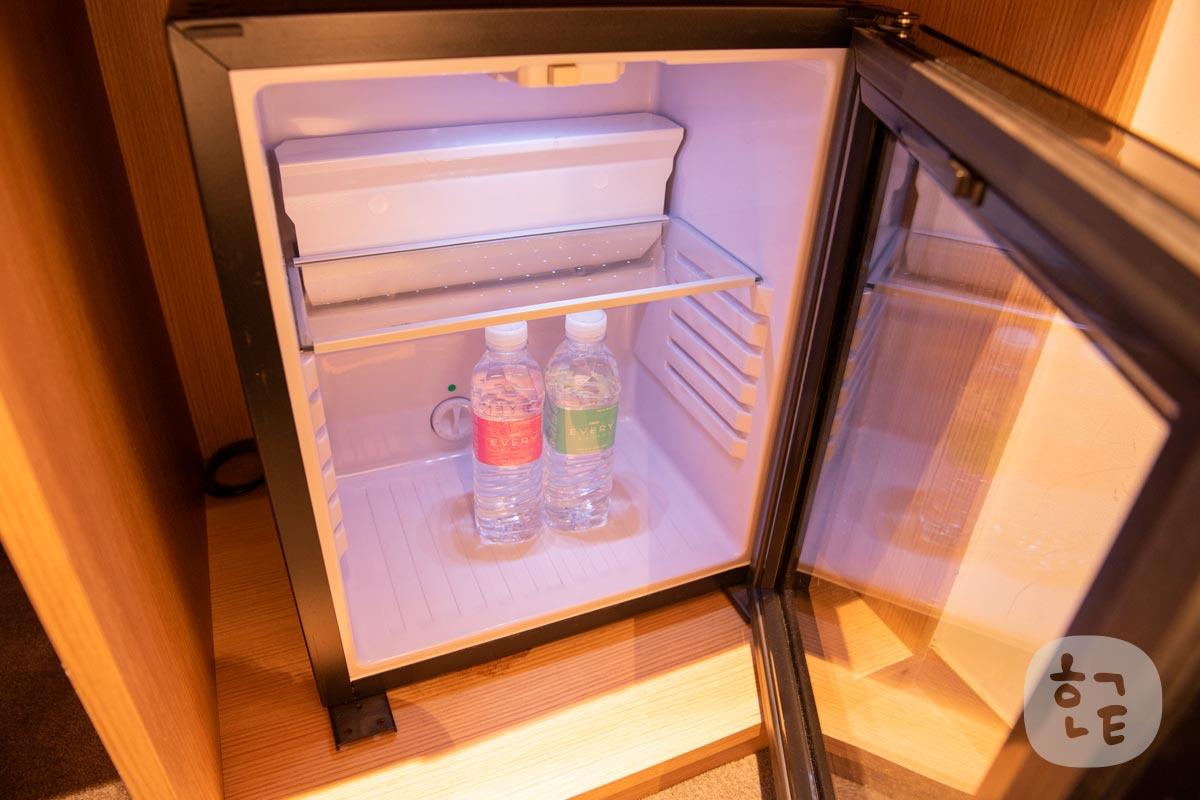 小さいですが十分に使える冷蔵庫