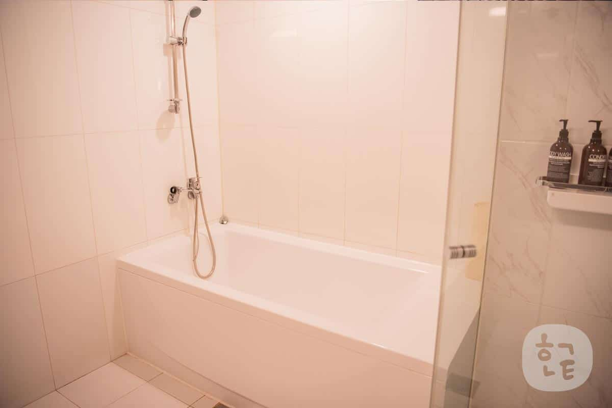 Mホテルの浴槽