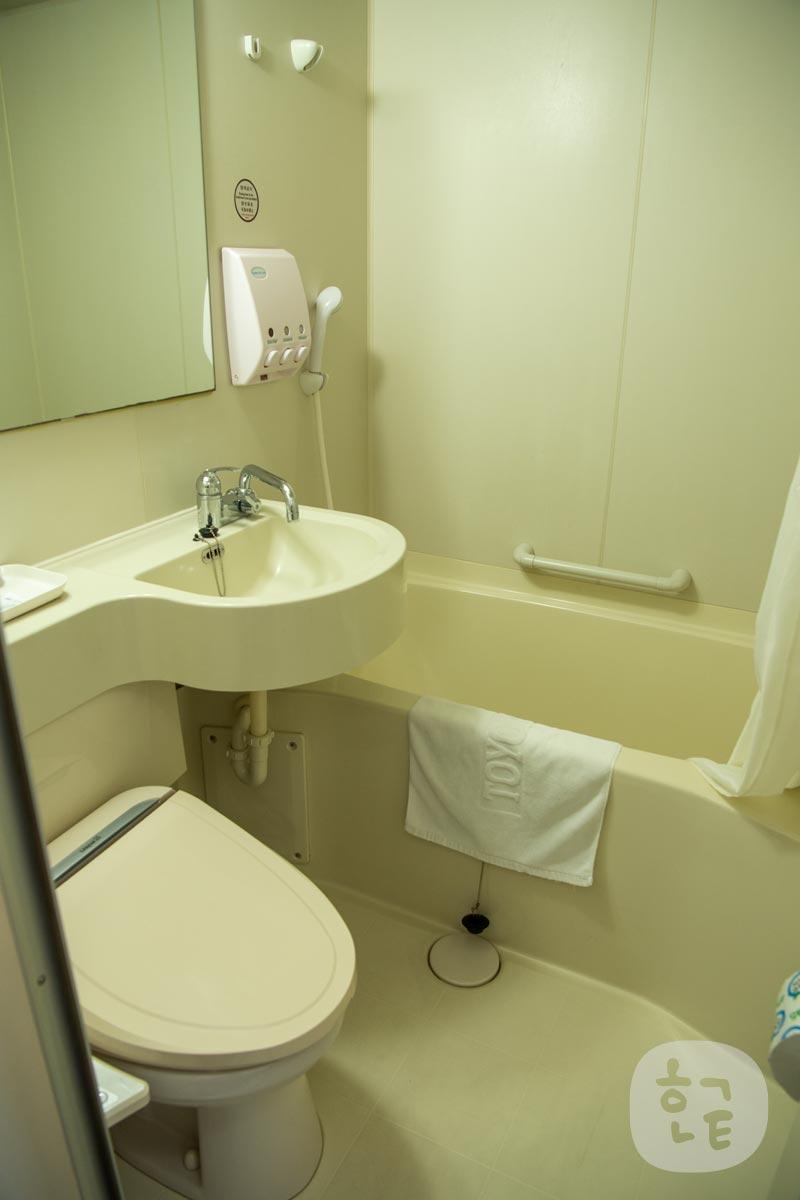 洗面台・トイレ・シャワールームはこんな感じでした。