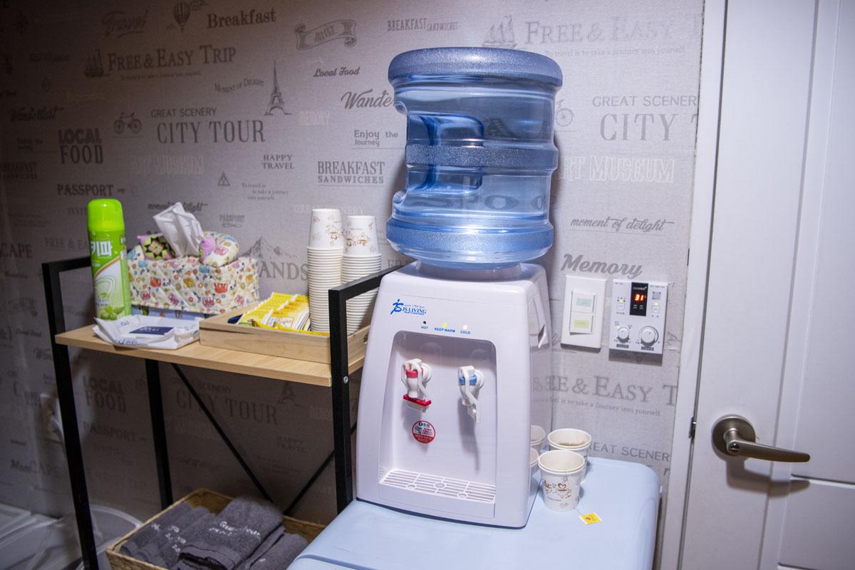 水やコーヒーが廊下に設置されていたので、私は問題ありませんでしたね。