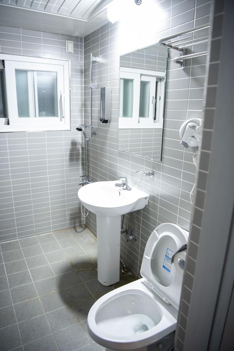 ダブルルームはシャワー・トイレが別の部屋