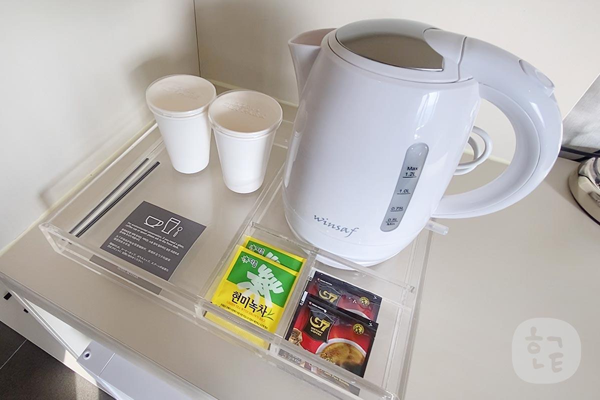 コーヒーや湯沸かし器ポットなど