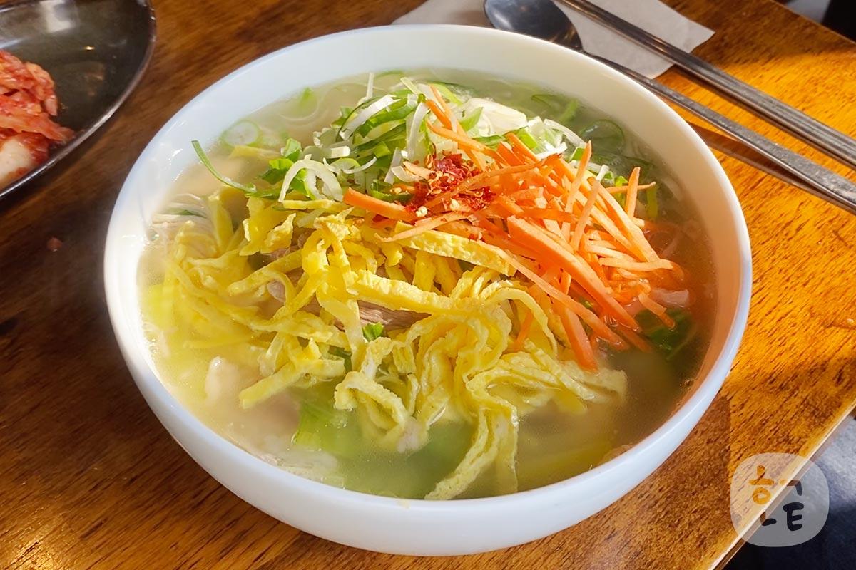 北朝鮮料理店で美味しい温かい麺「업진곰면 オプジンコムミョン」を食べてみた!