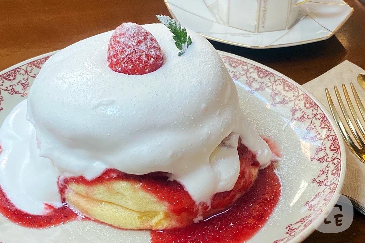 大人気のいちごのパンケーキ「수플레 팬 케이크 딸기(スフレパンケーキイチゴ)」